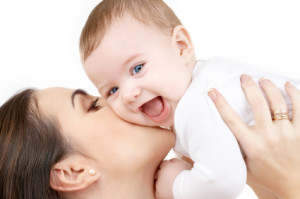 mom-playing_kissing_laughing-baby1